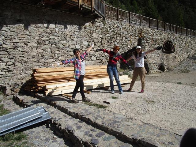 chantier toit terrasse jeune fille